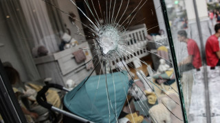 Οι κουκουλοφόροι της Ερμού προειδοποιούν για νέα «χτυπήματα» (vid)