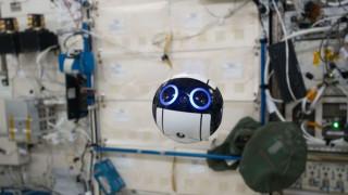 Oι πρώτες φωτογραφίες από drone σε Διεθνή Διαστημικό Σταθμό (pic&vid)