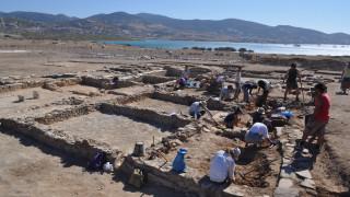 Σπουδαία ανακάλυψη: Στο «φως» συγκρότημα κτιρίων δίπλα σε ναό του Απόλλωνα (pics)