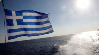 Spiegel: Ο τουρισμός ανθεί στην Ελλάδα αλλά... οι εργαζόμενοι υποφέρουν