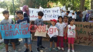 Διαμαρτυρία προσφύγων έξω από τη γερμανική πρεσβεία στην Αθήνα (pics&vid)