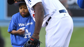 10χρονος γράφει και παίζει μπέιζμπολ μετά από διπλή μεταμόσχευση χεριών