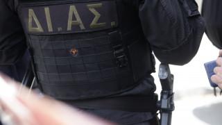 Θεσσαλονίκη: Ανθρωποκυνηγητό για τη σύλληψη του δράστη με το όπλο και το τσεκούρι