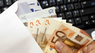 Στο εδώλιο εφοριακός για «φακελάκια» δεκάδων χιλιάδων ευρώ