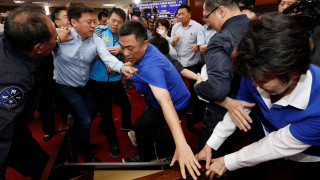 Άναψαν τα αίματα (ξανά) στο κοινοβούλιο της Ταϊβάν
