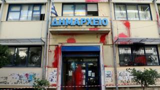 Βίντεο από την επίθεση του Ρουβίκωνα στο δημαρχείου του Ζωγράφου