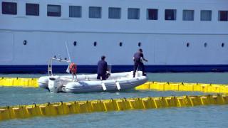 Νέα λαχτάρα για τους επιβάτες του πλοίου «Διονύσιος Σολωμός» - Προσέκρουσε στο λιμάνι