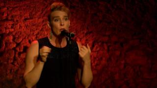 Τραγουδίστρια σκοτώθηκε από ηλεκτροπληξία πάνω στη σκηνή