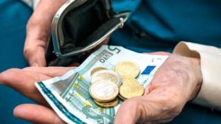 ΔΝΤ: Επιμένει σε περικοπή συντάξεων και αφορολογήτου από το 2019