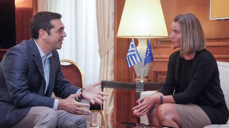 Συνάντηση Τσίπρα - Μογκερίνι: Τι συζήτησαν (pics)