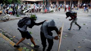 Παραμένει το χάος στη Βενεζουέλα - Στους 100 οι νεκροί (pic)