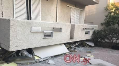 Σεισμός στα Δωδεκάνησα: Πολυκατοικία κατέρρευσε - Ο πρώτος όροφος έγινε ισόγειο (pics)