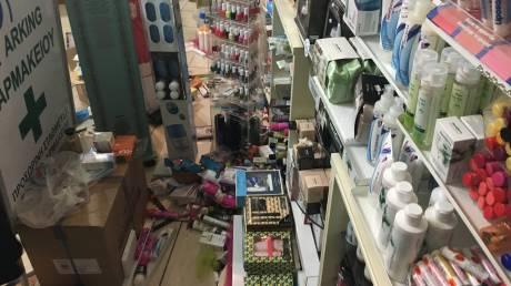 Σεισμός στα Δωδεκάνησα: Γυαλιά καρφιά έγινε φαρμακείο στην πόλη (pics&vid)
