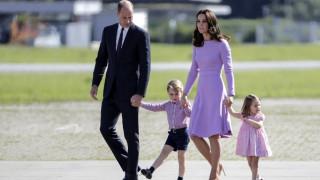Το νέο βασιλικό πορτρέτο αποδεικνύει πως ο Τζορτζ είναι ένας χαρούμενος μικρός πρίγκιπας