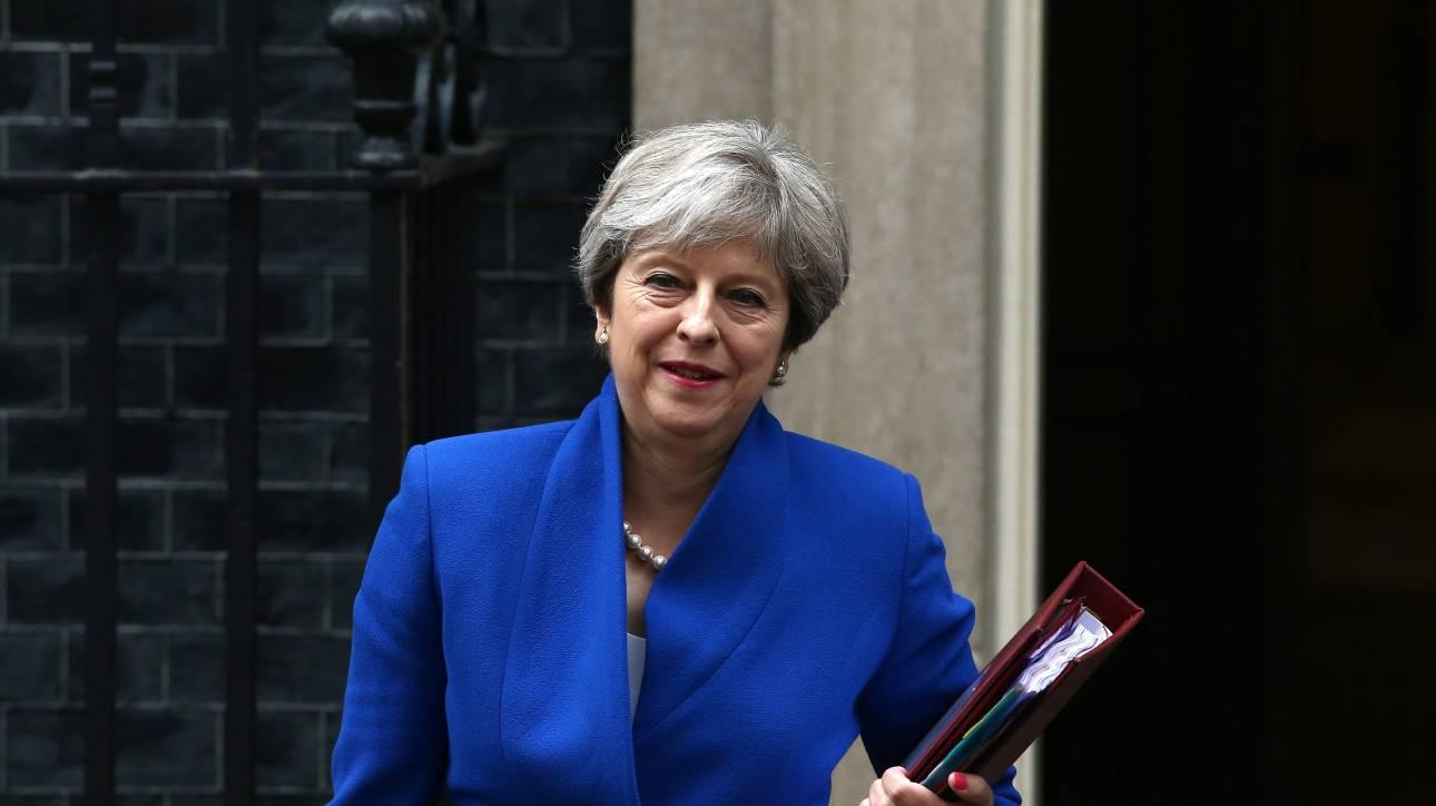 Βρετανός υπουργός: Η Μέι θα παραμείνει πρωθυπουργός τουλάχιστον ως το 2020