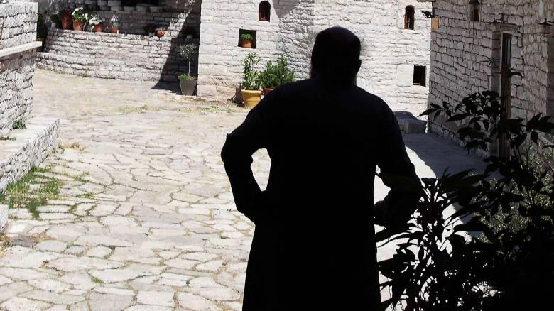 Σύλληψη ιερέα που έστελνε γυμνές φωτογραφίες σε 14χρονο