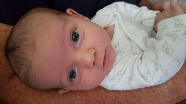 Βρετανία: Οι γονείς του μικρού Τσάρλι Γκαρντ συμφώνησαν να τον αφήσουν να πεθάνει