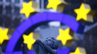 Πόσα θα πληρώσει το Δημόσιο για την έξοδο στις αγορές - Τι λένε τα διεθνή μέσα