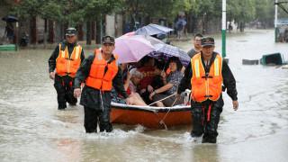 Κλιματική αλλαγή: «Πνίγεται» από τις σφοδρές βροχοπτώσεις η Ασία, «μπλε συναγερμός» στην Κίνα