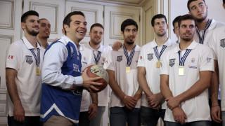 Τσίπρας στους παίκτες της Εθνικής Νέων: Μας κάνατε περήφανους