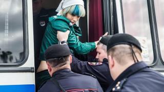 Pussy Riot: Οι γυναίκες που μισούν τον Πούτιν επελαύνουν στο Λονδίνο