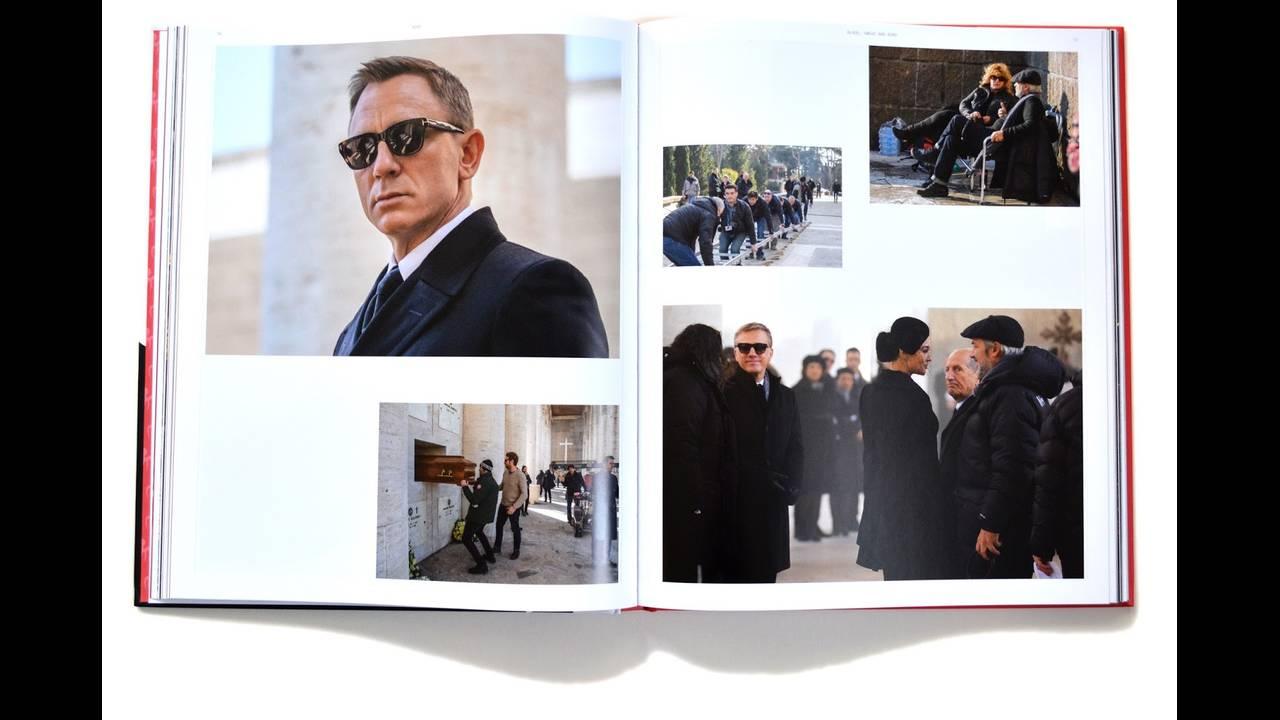 https://cdn.cnngreece.gr/media/news/2017/07/25/90543/photos/snapshot/spectre-premiere-brochure-royal-albert-hall-james-bond-007-inside.JPG