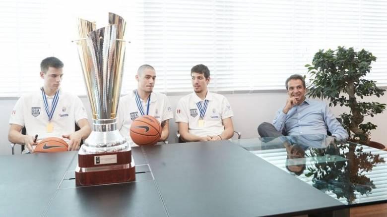 Μητσοτάκης στους παίκτες της Εθνικής Νέων: Είμαι υπερήφανος ως Έλληνας... (pics)