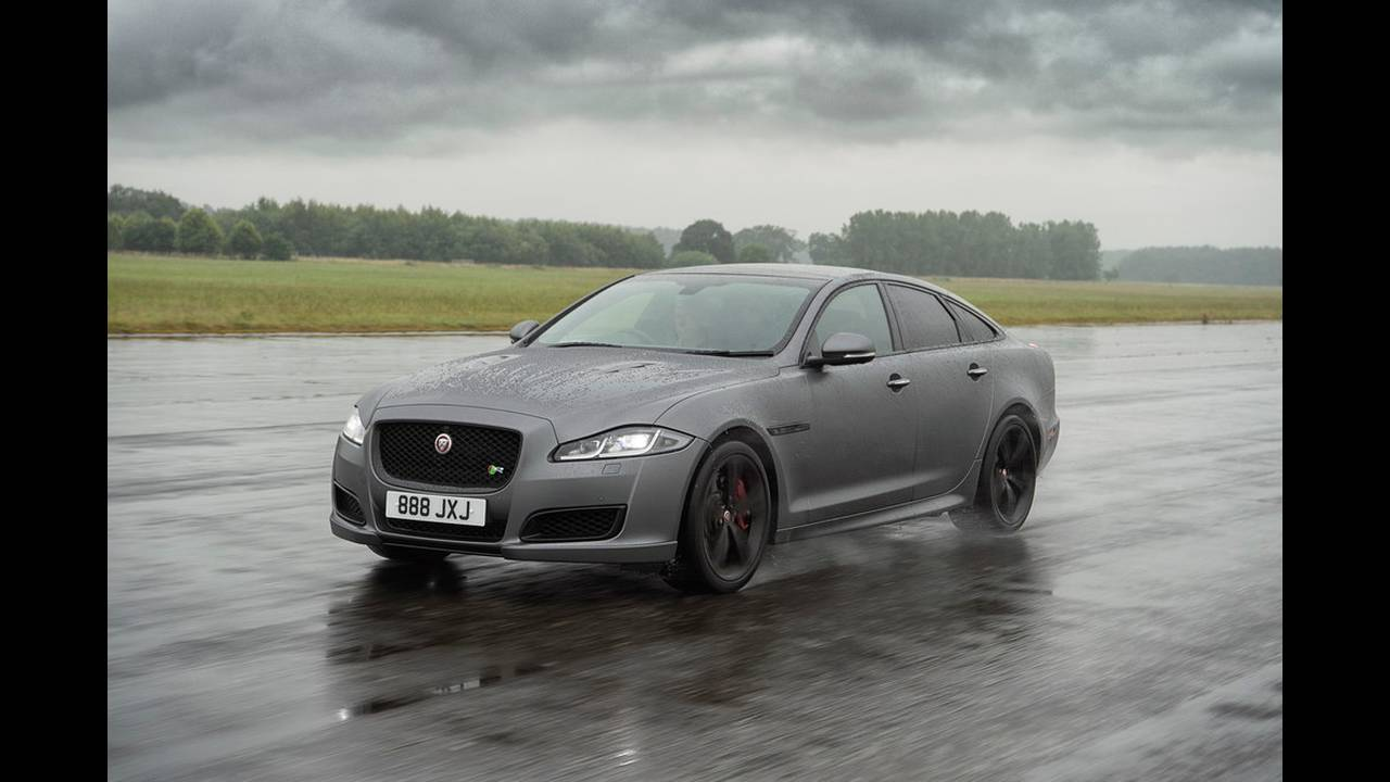 https://cdn.cnngreece.gr/media/news/2017/07/25/90582/photos/snapshot/JAGUAR-XJR575-5.jpg