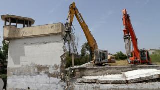 Κατεδαφίστηκε η μάντρα των γυναικείων φυλακών στον Κορυδαλλό (pics)