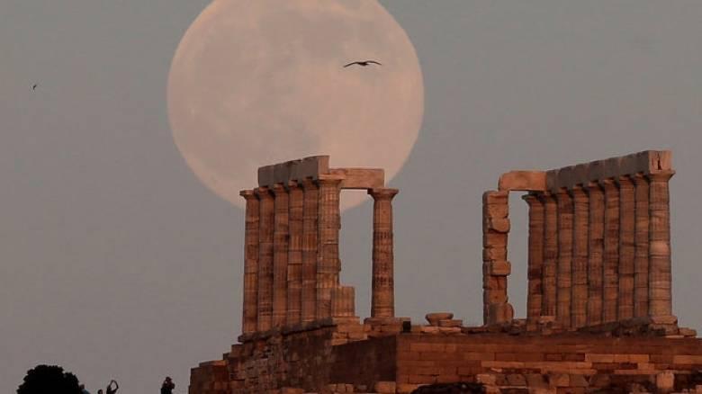 Το Spiegel αλλάζει και αποθεώνει την Ελλάδα