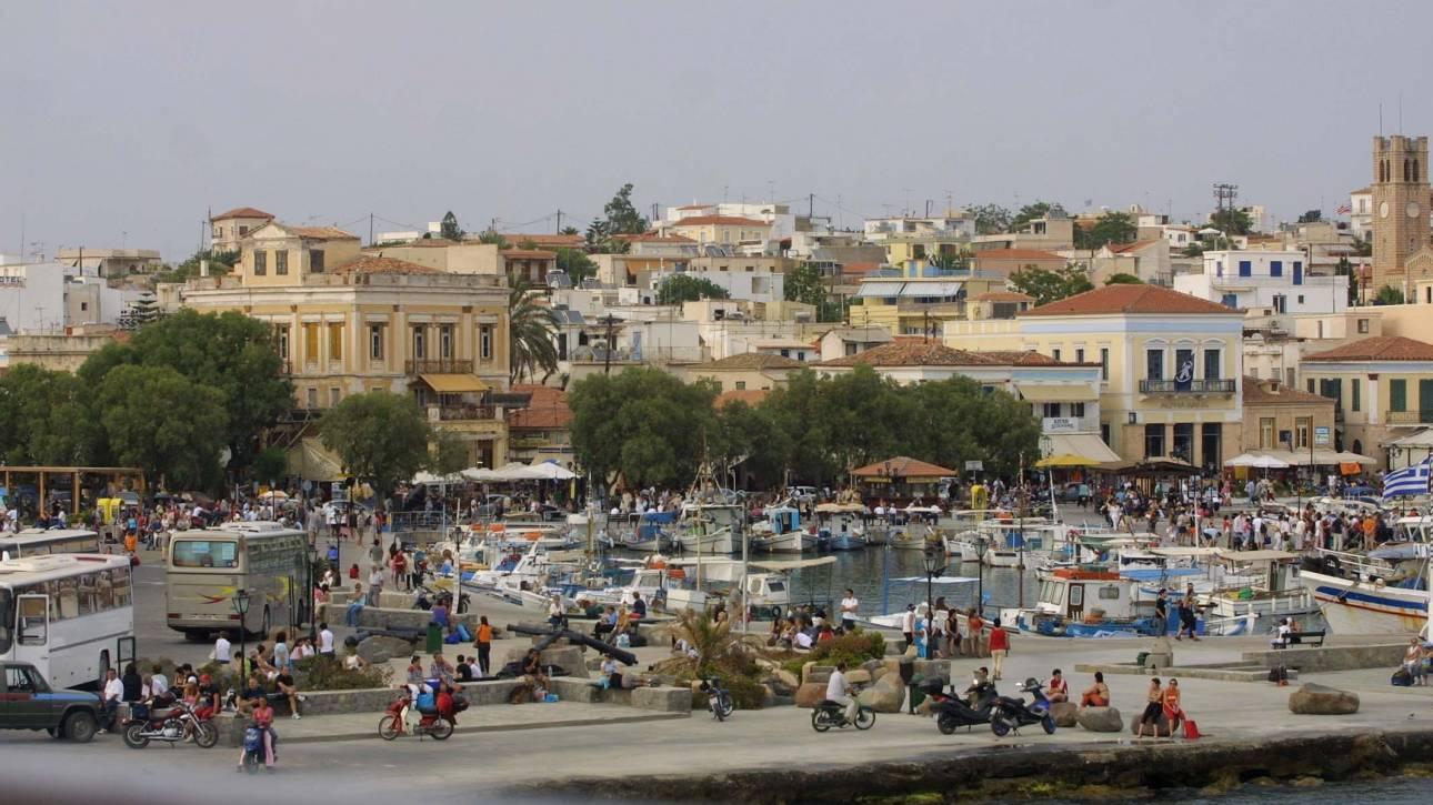 Σύγκρουση πλοίων στο λιμάνι της Αίγινας: Προωθήθηκαν στο λιμάνι του Πειραιά 399 επιβάτες