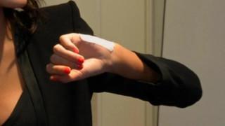 Εταιρεία στις ΗΠΑ εμφυτεύει ηλεκτρονικά μικροτσίπ στα χέρια των υπαλλήλων της