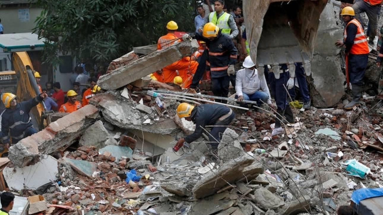 Τουλάχιστον 17 νεκροί από την κατάρρευση κτιρίου στην Ινδία (pics)