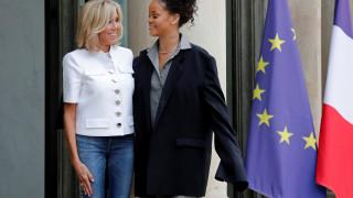 Rihanna: Σύμμαχος του Μακρόν για την παιδεία