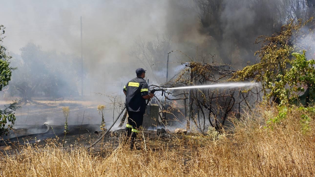 Μεγάλη πυρκαγιά στην Λάρισα