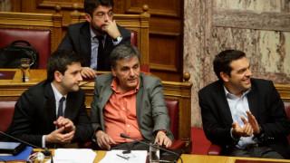 Κραυγές και ψίθυροι στο εσωτερικό του ΣYΡIZΑ για την έξοδο στις αγορές