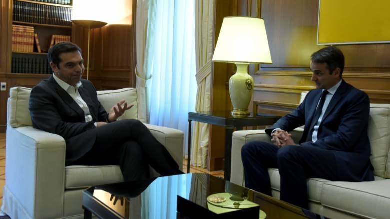 Πόλεμος ανακοινώσεων ΣΥΡΙΖΑ-ΝΔ για το «δώρο» του Μητσοτάκη στον Τσίπρα