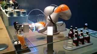 Ρομπότ σερβίρει μπύρα… μερακλίδικα