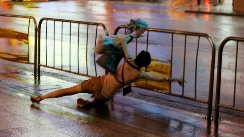 Ταϊβάν: 80 τραυματίες από το πέρασμα του τυφώνα Νεσάτ (pics)