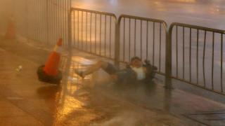 Ο τυφώνας Νεσάτ πλήττει την Ταϊβάν (pics)