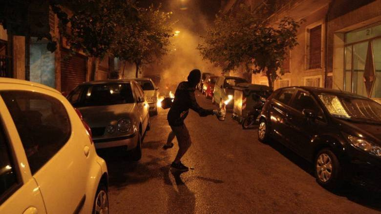 Άλλη μία «θερμή» νύχτα στα Εξάρχεια: Μολότοφ εναντίον αστυνομικών