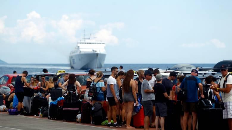 Ξεκίνησε η μεγάλη έξοδος του Αυγούστου - Το αδιαχώρητο στα λιμάνια