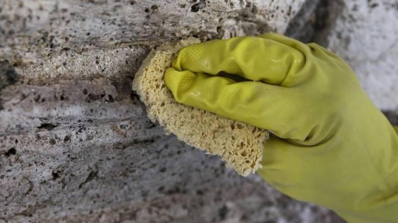 Το σφουγγαράκι της κουζίνας έχει άπειρα μικρόβια ακόμη και μετά το καθάρισμά του