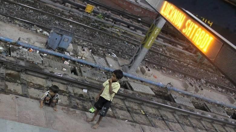 Ινδία: Δεκάδες χιλιάδες παιδιά πέφτουν θύματα απαγωγής στο σιδηροδρομικό δίκτυο