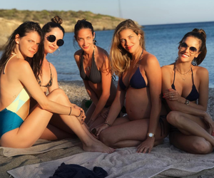 Alessandra Ambrosio, Ana Beatriz Barros και οι φίλες τους στη Σχοινούσα