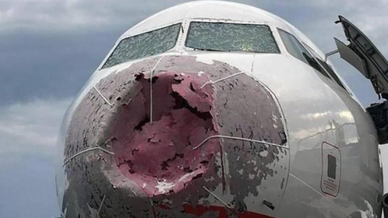 Αγωνιώδης προσγείωση αεροσκάφους που είχε χτυπηθεί από χαλάζι σε μέγεθος μπάλας γκολφ (video)