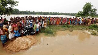 Φονικές πλημμύρες σαρώνουν την Ινδία - Περισσότεροι από 700 νεκροί σε έναν μήνα (pics)