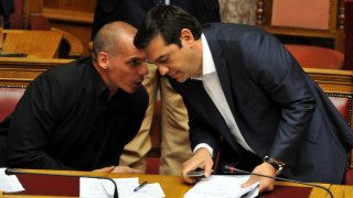 Ο Βαρουφάκης «ξαναχτυπά»: Ο Τσίπρας είναι ένας ανεπρόκοπος που υπογράφει ό,τι του φέρνει ο Σόιμπλε