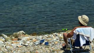 Eurostat: Παραπάνω από τους μισούς Έλληνες δεν μπορούν να κάνουν ούτε μία εβδομάδα διακοπές