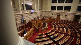 Σε συγκρουσιακό κλίμα η συζήτηση στη Βουλή για την Παιδεία